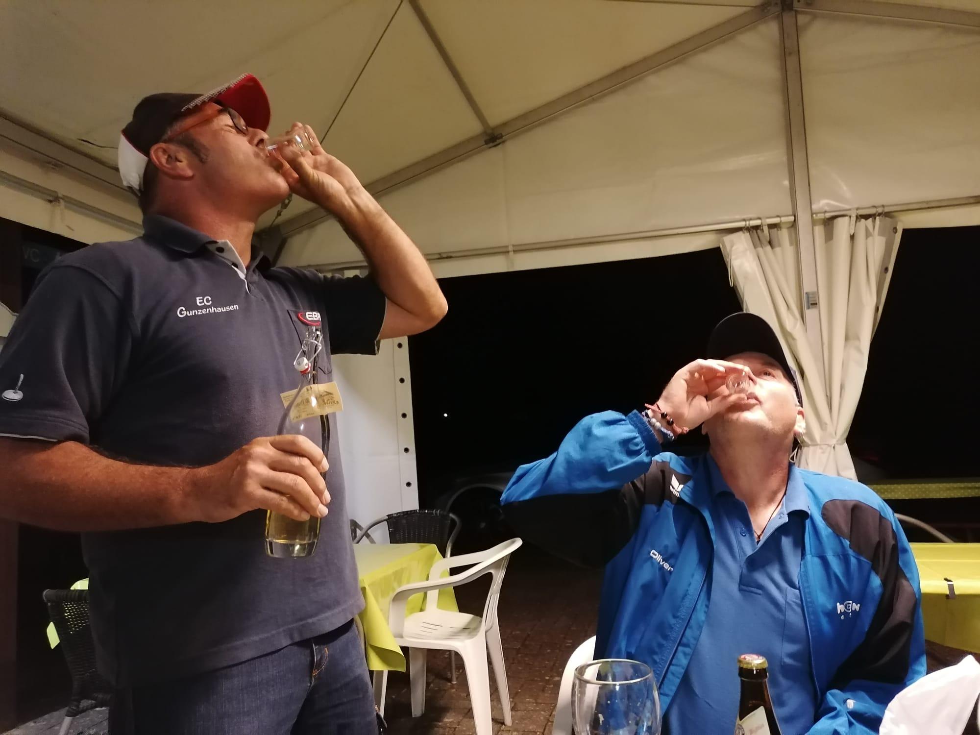 Udo mit Oliver beim Nusserl trinken
